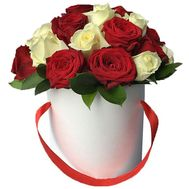 Red and white roses in the box - flowers and bouquets on uaflorist.com