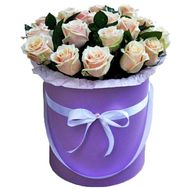 Creamy roses in a hat box - flowers and bouquets on uaflorist.com