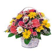 Корзина из гвоздик, хризантем, альстромерий и роз - цветы и букеты на uaflorist.com
