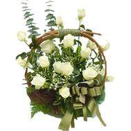 Корзина цветов из 15 роз - цветы и букеты на uaflorist.com