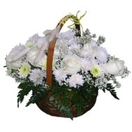 Basket of flowers made of 8 chrysanthemums and 7 roses - flowers and bouquets on uaflorist.com