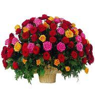 Корзина цветов из 101 розы - цветы и букеты на uaflorist.com
