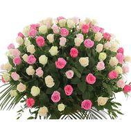 Букет из 101 розы с зеленью - цветы и букеты на uaflorist.com