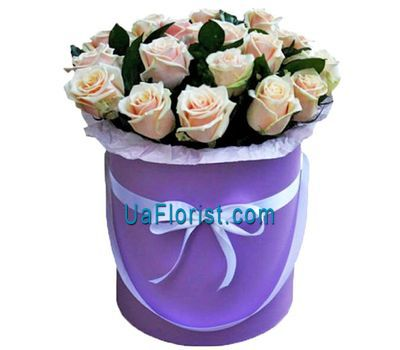 """""""Creamy roses in a hat box"""" in the online flower shop uaflorist.com"""