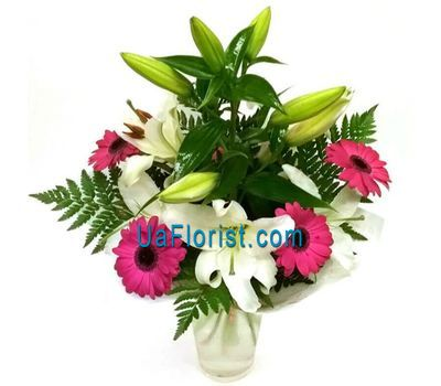 """A bouquet of flowers of 4 roses and 1 lily"" in the online flower shop uaflorist.com"