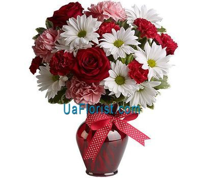 """A bouquet of 3 roses, 5 chrysanthemums and 8 carnations"" in the online flower shop uaflorist.com"