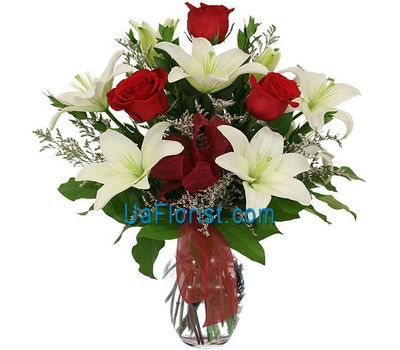 """A bunch of flowers of 3 roses and 2 lilies"" in the online flower shop uaflorist.com"