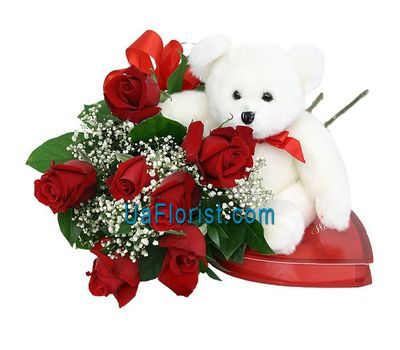 """7 roses, toys and sweets"" in the online flower shop uaflorist.com"