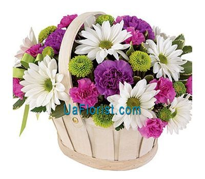 """Basket of flowers made of 8 chrysanthemums and 9 cloves"" in the online flower shop uaflorist.com"