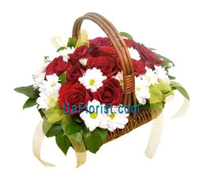 """Basket of flowers of 5 chrysanthemums and 13 roses"" in the online flower shop uaflorist.com"