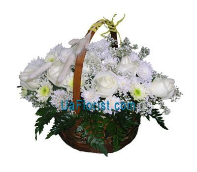 """Basket of flowers made of 8 chrysanthemums and 7 roses"" in the online flower shop uaflorist.com"