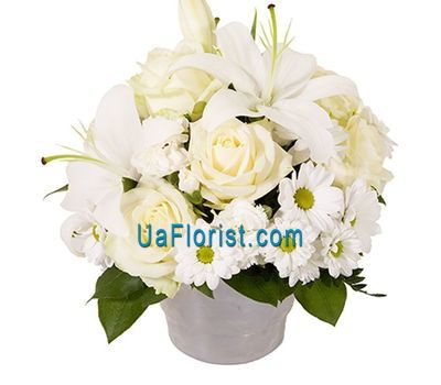 """Basket of flowers made of 5 roses, 7 lilies and 1 chrysanthemum"" in the online flower shop uaflorist.com"