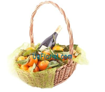 """Basket with tangerines and wine"" in the online flower shop uaflorist.com"