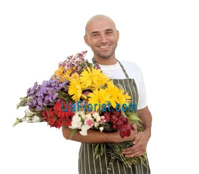 """Bouquet of flowers at the discretion of the florist"" in the online flower shop uaflorist.com"