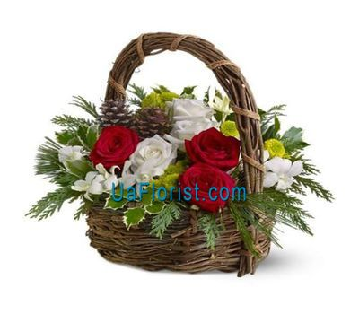 """Christmas basket of flowers - Christmas 2019"" in the online flower shop uaflorist.com"