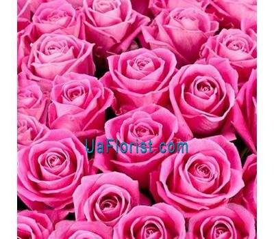 """To select the number of roses, click on the photo"" in the online flower shop uaflorist.com"